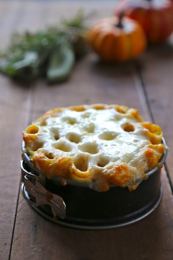 mini pumpkin pasta bake with crispy bacon and fresh herbs www.climbinggriermountain.com