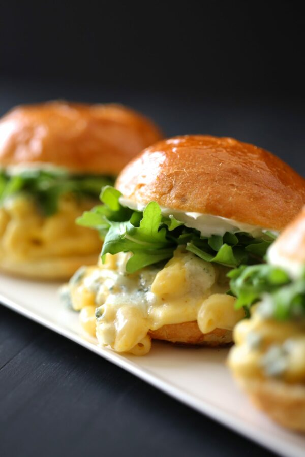 butternut squash mac & cheese sliders with gorgonzola & arugula