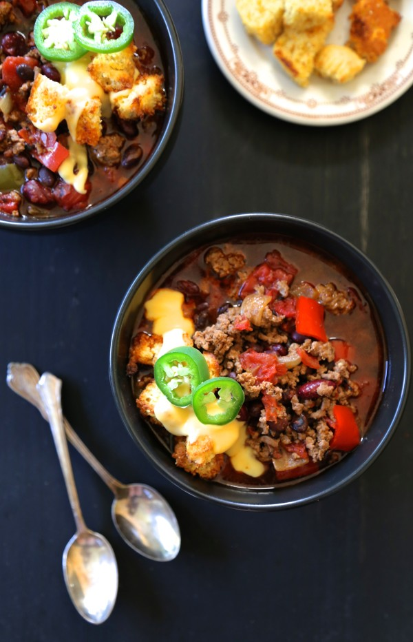 slow cooker tijuana chili with jalapeno cornbread croutons & queso www.climbinggriermountain.com