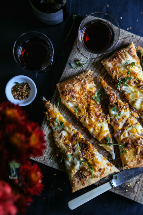 apple-cheddar-rosemary-bacon-pizza-www-climbinggriermountain-com