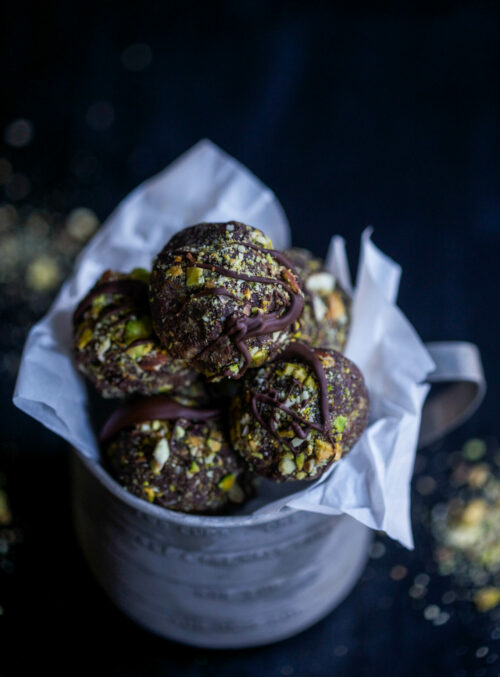 dark-chocolate-brownie-energy-bites-www-climbinggriermountain-com