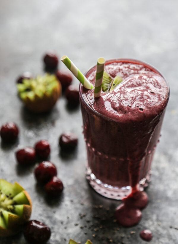 protein packed raspberry kiwi smoothie