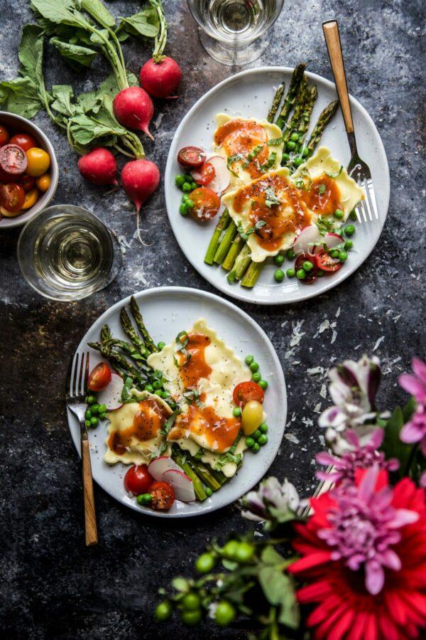 veggie ravioli with peas and asparagus