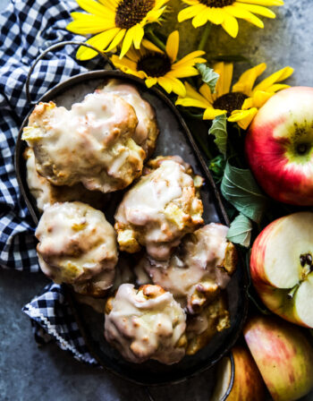 air fryer apple fritters with vanila glaze thecuriousplate.com.